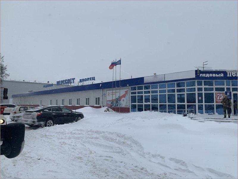 В Брянске под тяжестью снега провалилась кровля ледового дворца «Пересвет»