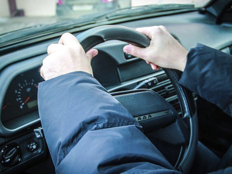 Комаричский подросток решил подъехать до дома на чужом авто, но не смог