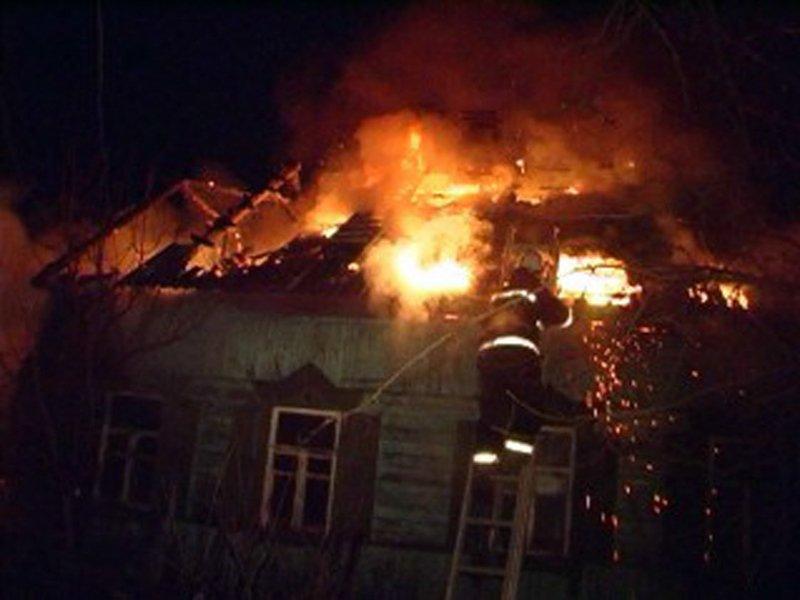 Пожар в заброшенном доме под Карачевом унёс жизнь неизвестного пожилого мужчины