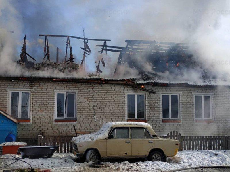 Пожар большого жилого дома в Мглине тушили почти час