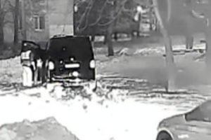 Рядом с «Пивной бухтой» на Крахмалёва поймали пьяного водителя на минивэне