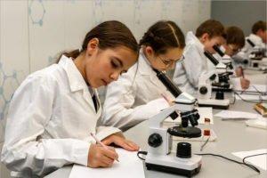 Более половины россиян хотели бы видеть своих детей научными работниками – опрос