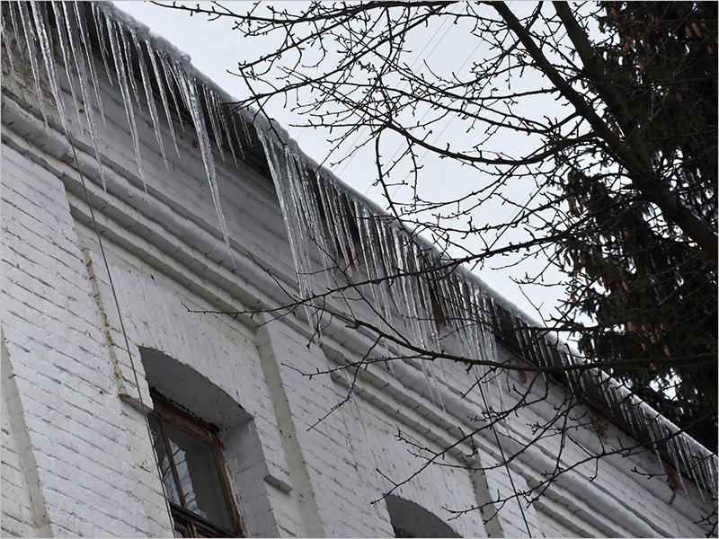 Активисты «ЕР» проверят качество уборки снега с крыш домов и прилегающих территорий