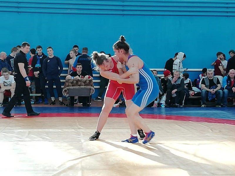 Брянские спортсмены показали достойные результаты на домашних всероссийских соревнованиях по спортивной борьбе