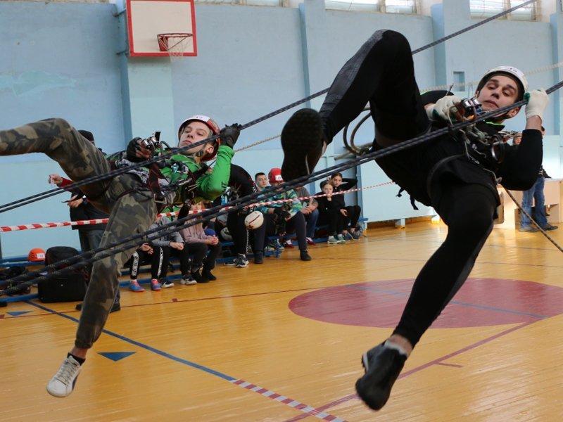 В брянской школе № 52 состоялись чемпионат и первенство области по спортивному туризму