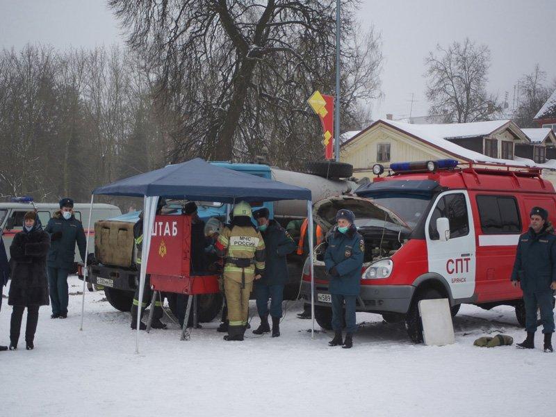 Брянские спасатели успешно потушили условный пожар в ДК БМЗ