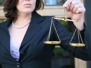 Брянский адвокат выманила у подзащитной деньги на несуществующую взятку