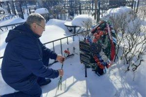 Брянские поисковики возложили цветы к могилам красноармейцев, найденных в ходе Вахты Памяти
