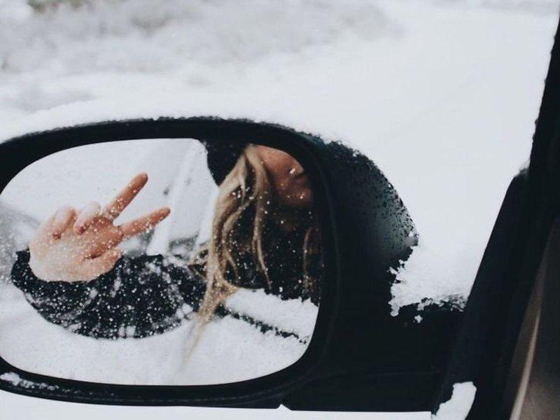 Женщина на «мерседесе» в центре Брянска случайно сбила зеркалом мужчину