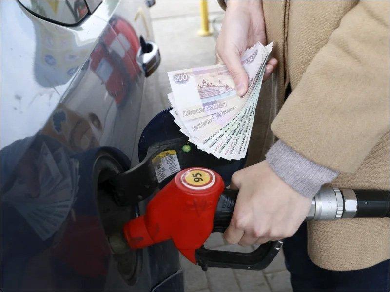 Средняя российская цена на литр бензина приближается к рубежу в 47,5 рублей – Росстат