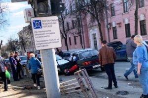 В ДТП с пятью автомобилями в центре Брянска пострадали три человека