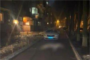 В Брянске пьяный водитель насмерть сбил во дворе пятиэтажки пожилую женщину