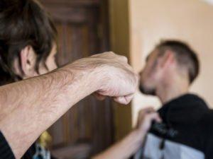 В Карачеве под суд отправлен селянин, забивший гостя до смерти