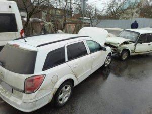 В тройном ДТП в Бежицком районе столкнулись микроавтобус и две легковушки