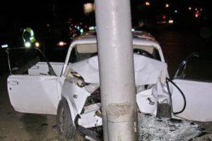 Под Суражом в Брянской области «шестёрка» «поскользнулась» и влетела в столб. Погибла 21-летняя девушка