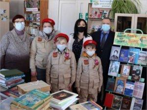 Депутат Брянской облдумы пополнил книжный фонд сельской библиотеки в Красногорском районе