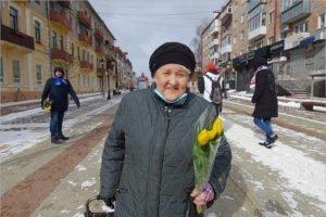 Волонтёры «ЕР» поздравили брянских женщин с праздником
