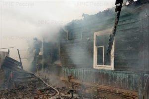 В трубчевской деревне сгорел жилой дом. О жертвах пока не сообщается