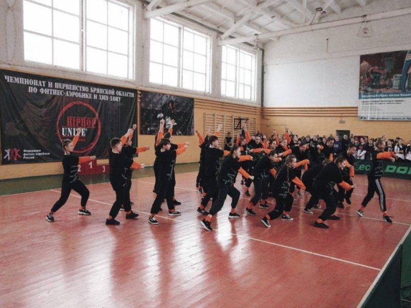 В брянском доме спорта «Торпедо» состоялись чемпионат и первенство области по фитнес-аэробике