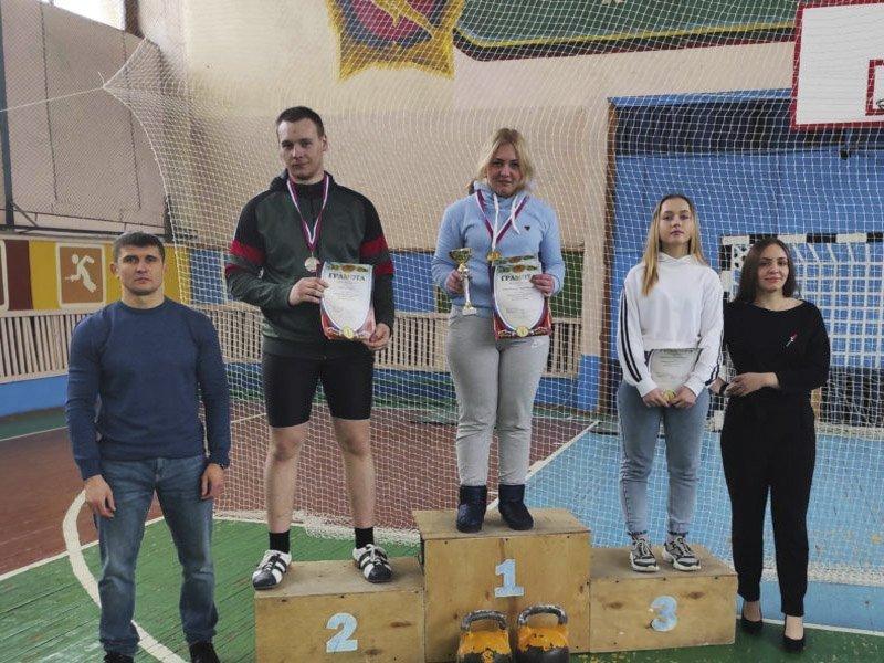 В Дубровской спортшколе прошло первенство области по гиревому спорту