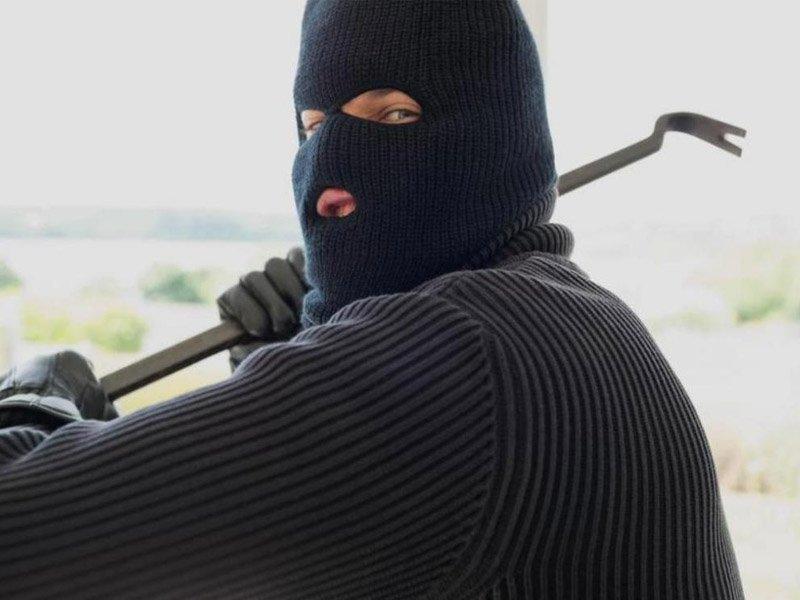 В брянском Фокино 20-летний рецидивист попался на магазинном разбое, «добыв» 10 тыс. рублей