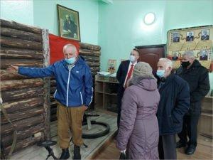 Депутат брянской облдумы Михаил Иванов провёл для ветеранов экскурсию по созданному им музею Боевой славы