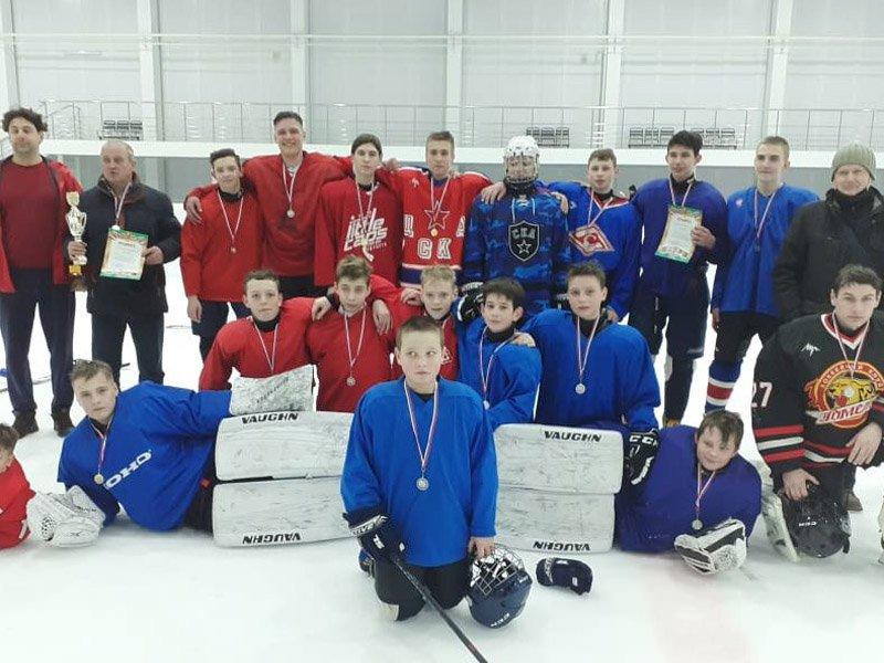 В Климово состоялся кубок района по хоккею среди школьных команд