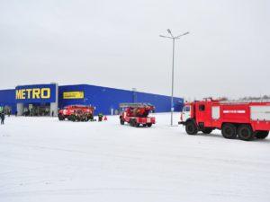 Брянские пожарные потренировались на ТЦ «Метро»