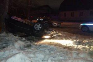Покатался с переворотом: дорожные полицейские Брянска вытащили из машины пьяного угонщика