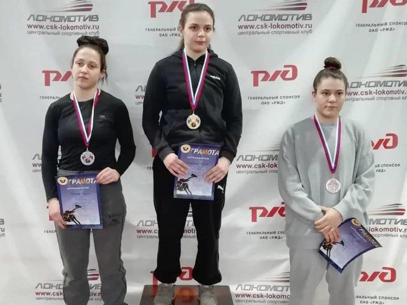 На домашнем чемпионате ЦФО по спортивной борьбе брянская команда завоевала четыре золотых медали