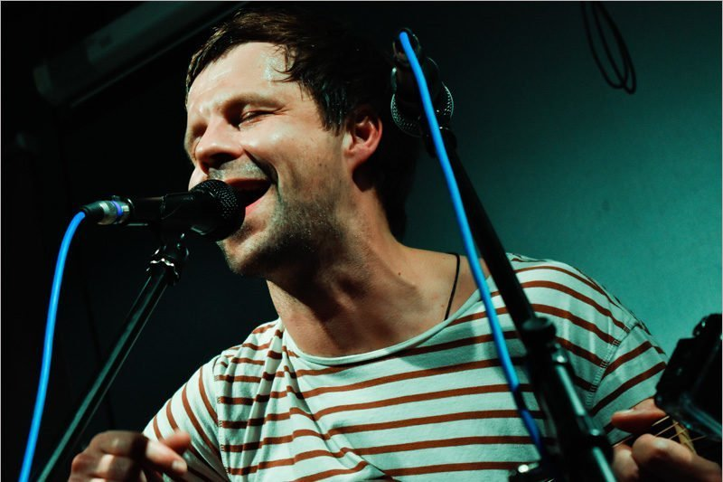 Самый душевный «интеллектуальный рок-н-рольщик» дал первый постковидный живой концерт в Брянске