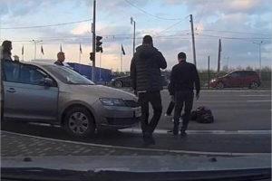В Брянске сбитая машиной возле «Линии» женщина попала в больницу