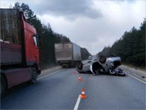 В ДТП-«перевёртыше» на брянской трассе женщина-водитель получила тяжёлые травмы головы