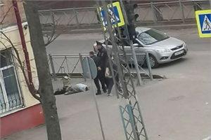 В Брянске возле школы №46 на улице умерла женщина