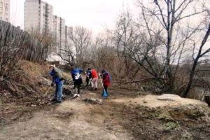 Брянские единороссы и чиновники убирают стихийную свалку на берегу Десны. И зовут других