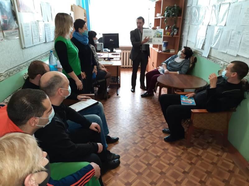Единороссы знакомят новозыбчан с участвующими в рейтинговом голосовании дизайн-проектами благоустройства города