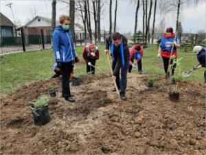 «Единая Россия» провела Всероссийский субботник по благоустройству мемориальных мест