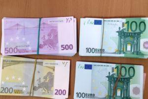 Брянские таможенники нашли у сербского дальнобойщика €30000