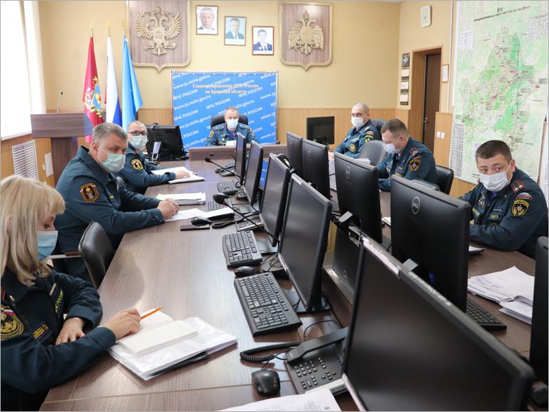 Брянские подразделения МЧС вышли на учения. Пока кабинетные