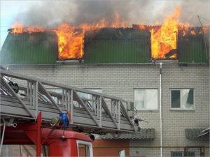 Брянские пожарные потренировались на сгоревшей 13 лет назад гостинице