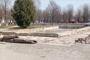 В брянском Пролетарском сквере начались работы по благоустройству