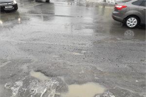 Весеннее таяние брянских дорог: дорожники винят проектантов, власти — некачественный асфальт
