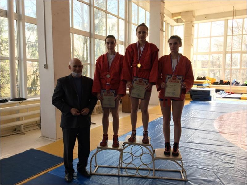 В Брянске определились чемпионы и чемпионки области по самбо