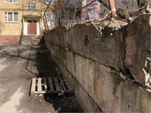 Депутат Брянского горсовета от «ЕР» проследит за ремонтом опасной стенки на переулке Пилотов