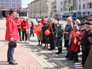Брянские коммунисты отметили Первомай возложением цветов к памятнику Ленину