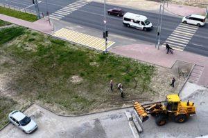 Знаки «Жилая зона» брянских водителей остановить не смогли. Очередь за бетонными блоками