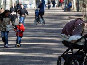Владимир Путин подписал поручения о выплатах для беременных и кэшбэке за детский отдых