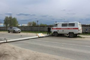 В брянском райцентре Дятьково упал столб линии электропередачи