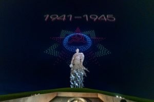 Над Ржевским мемориалом состоялось уникальное световое шоу дронов (ВИДЕО)