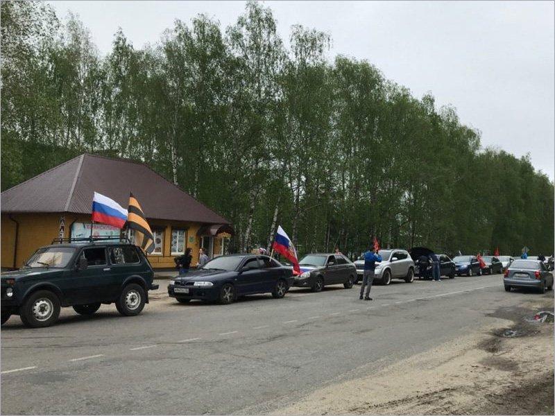 Брянская полиция обнаружила экстремизм и нарушение коронавирусных правил в автопробеге, посвящённом Дню Победы